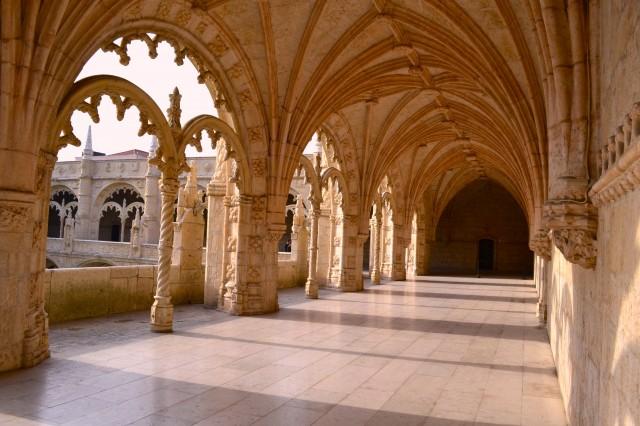 cloister, Jerónimos Monastery, Belém, Portugal