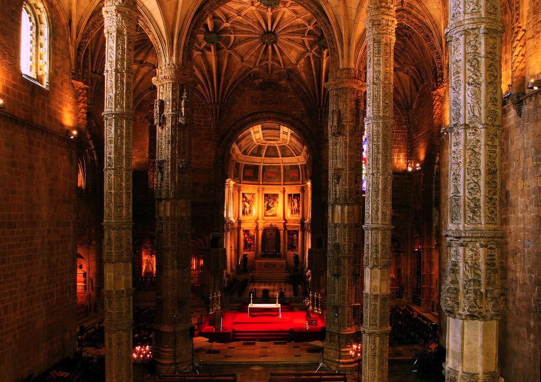 nave, Jerónimos Monastery, Belém, Portugal